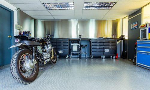 Solidny garaż z płyt warstwowych