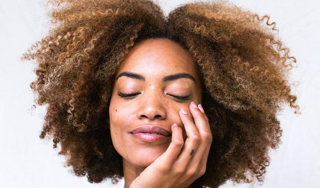 Zalety doczepianych naturalnych włosów clip-in