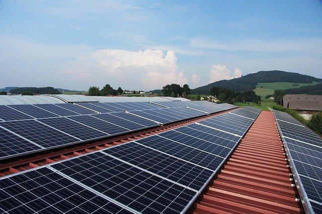 Odnawialne źródła energii sposobem na mniejsze rachunki za prąd.