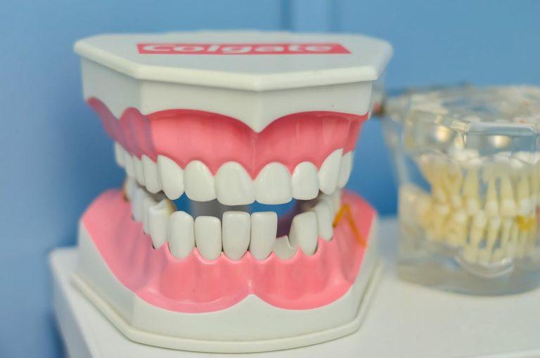Skuteczne zabiegi i porady pochodzące od kompetentnych stomatologów
