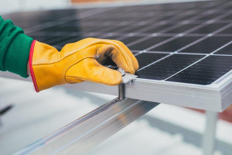 Czy warto zakupić panele słoneczne w 2021 roku?